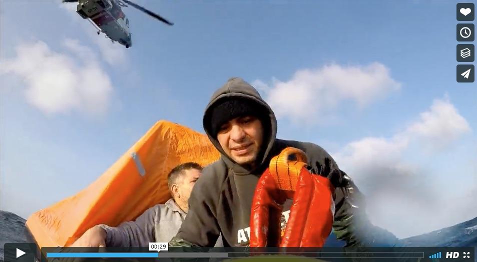 Fue el propio pesquero el que alertó a Salvamento Marítimo a las 17.55h. Comunicó que tenía un incendio en la sala de máquinas. De inmediato se dirigió a la zona el helicóptero de Salvamento Marítimo Helimer 215